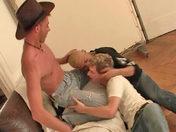 Trio pervers dans un squat video x gay