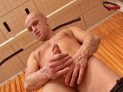 HPG se branle, s'exhibe pour vous ! Hervé Pierre Gustave boit son foutre ! porno video gay