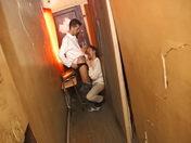 Un lascar baise un minet dans une cage d'Escalier !!! x video gay