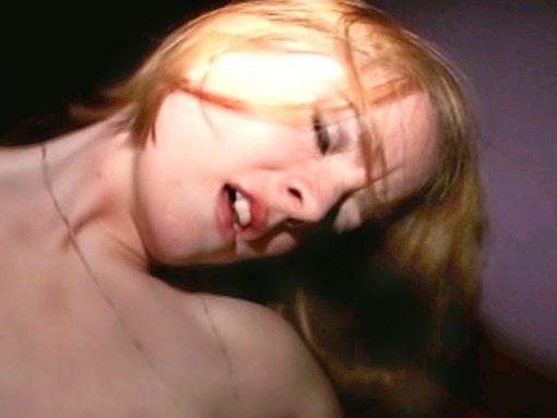 Des jeunes poufs bourrées se lâchent grave! video sexe