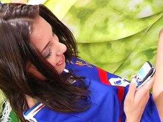 Aneta Keys : Salope fan d'exhib et de foot ! 3