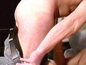 Quatre mecs sur un canapé porno video gay
