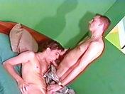 Un lit et deux mecs video sexe gay