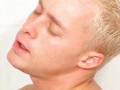 Deux mecs se sucent sous la douche video sexe gay