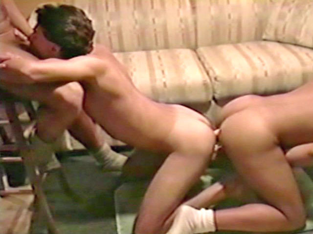 Threesome hardcore with a double dildo