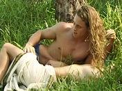 ¡Pareja apasionada sola en una isla desierta! video xxx