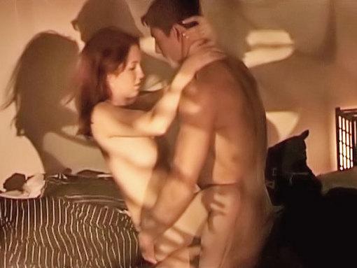 Deux jeunes amants assoifés l'un de l'autre.