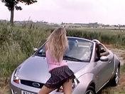 ¡Una autostopista se hace tomar por una lesbiana en celo! sexo video