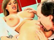 Puta + senos grandes + clítoris perforado = ENFERMERA! sexo video