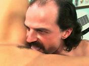 Salope + gros seins + clito piercé = INFIRMIERE !