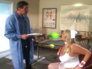 Secrétaire médicale défoncée par le docteur Trique