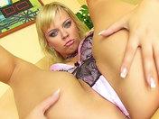 ! Una hermosa Rubia burguesa se deja penetrar el culo !!!  video sexo