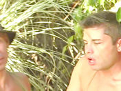 Una gran org�a en la piscina video sexo gay