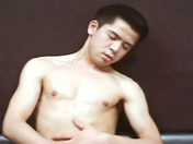 Un bel asiatique se branle x video gay