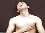 Un bel asiatique se branle sexe video gay