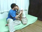 Deux minets japonais s'eclatent comme des fous sexe video gay