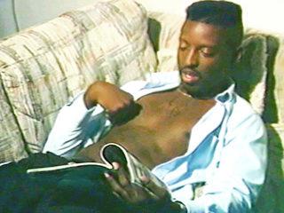 photo interracial présente dans la vidéo gay mature