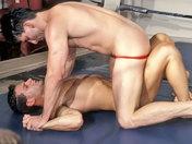 ¡Humillación deportiva entre luchadores! videos gay xxx