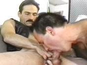 sexe Moustachus en cuir vicieux !
