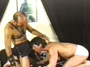 Muscles et cuir clouté ! porno video gay
