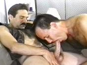 Moustachus en cuir vicieux ! x video gay