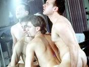 Couple de banquiers poilus et coquins ;-) ! porno video gay