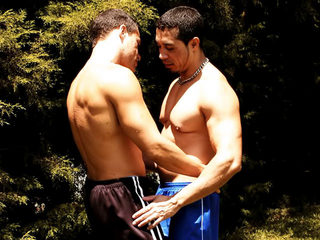 �Sexo en el bosque! �Corridas entre deportistas musculosos!