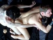 Minet dominateur avec une queue énorme ! x video gay