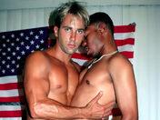 Fun anal à la salle de Muscu du porte-avion video sexe gay