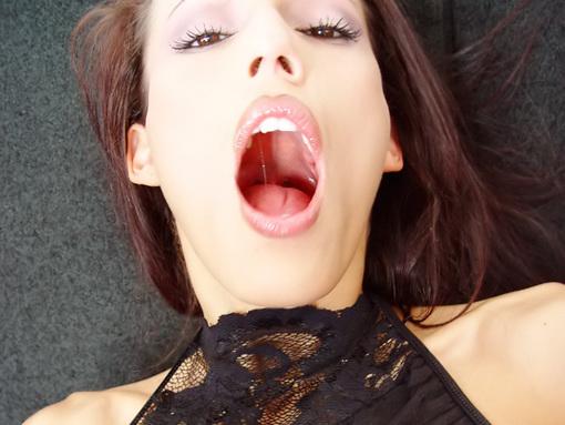 Une future Star du Porn montre qu'elle en veut toujours plus ! video sexe