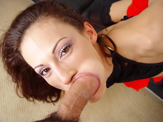 Una futura Porno Star mostra la sua insaziabile voglia !