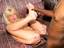 Stretching anal pour blonde sportive