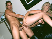 Madurita en plena forma, experta en sexo y en eyaculación femenina sexo video