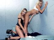 2 Prisonnières lesbiennes s'éclatent ! Jouissance mouillée !