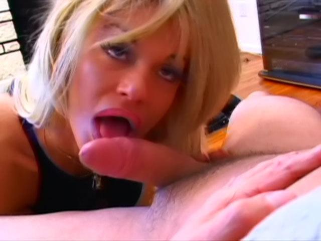 Pervers ! Femme mure fontaine experte en baise !