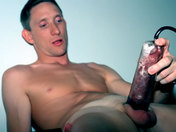 Bizutage de soldats : ils font des pompes... à bite ! sexe video gay