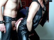 Lionel et Andr� trippent fa�on BDSM ;-) ! Cockring et cuir ! video x gay
