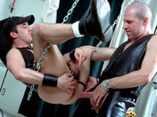 Baise hard entre quadrag�naires ! Cuir, chaines et domination ! sexe video gay
