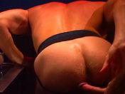 Partouze de mecs chauds dans un bar parisien !!! video sexe gay