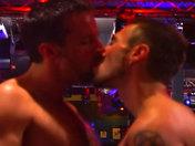 Partouze de mecs chauds dans un bar parisien !!! x video gay