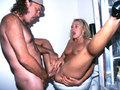 Amatrice de 40ans inonde la salle de bain !