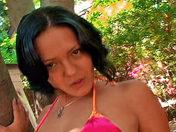 ¡Esta latina salpica cuando se corre!  video porno