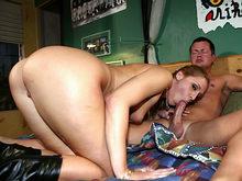 Un voyeur matte sa maîtresse et son amant en pleine baise !