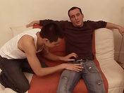 VIDEO FR : Jeune photographe prêt à tout video sexe gay