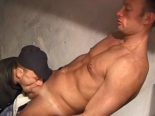 Il rêvait d'être filmé et de se faire fist fucker