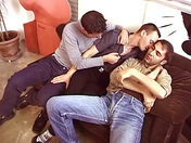 VIDEO FR : Rencontre minitel pour un trio sauvage video x gay