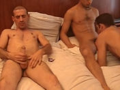 Trio gay dans un hôtel parisien x video gay