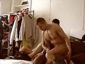 Ca s'encule dans le dressing video sexe gay