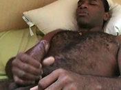 Branlette bien grasse pour un mec noir et velu porno video gay