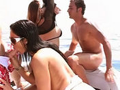 «Troia» ! Scopata in alto mare ! video xxx